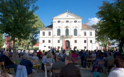 Unter Sternen! Opern- und Konzertgenuss im weitläufigen Schlossareal